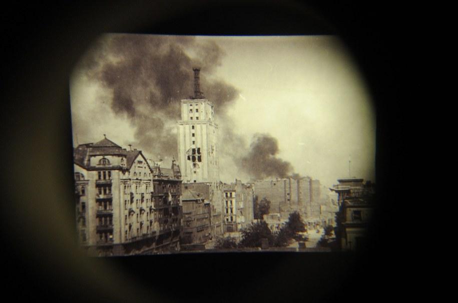Zniszczony gmach Prudentialu /Grzegorz Jakubowski /PAP