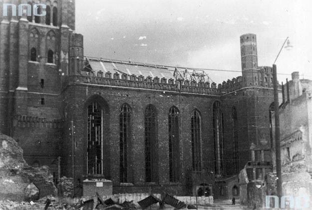 Zniszczony Kościół Mariacki w Gdańsku /Z archiwum Narodowego Archiwum Cyfrowego