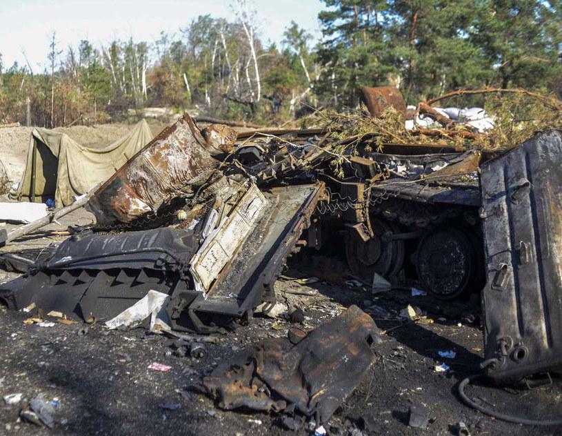 Zniszczony rosyjski czołg na Ukrainie /AFP