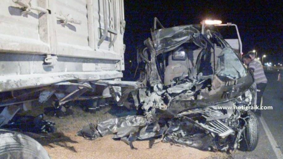 Zniszczony samochód, którym jechali krewni papieża //NotiCraik.com / HANDOUT /PAP/EPA