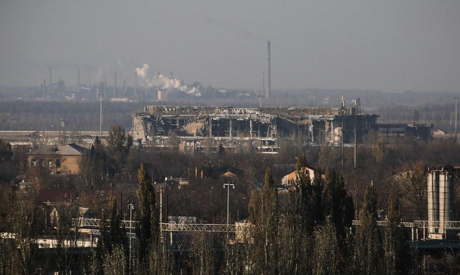 Zniszczony w walkach terminal lotniska w Doniecku /Mikhail Pochuyev/ITAR-TASS /PAP/EPA
