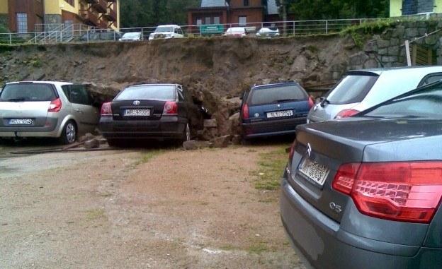 Zniszczonych zostało kilka samochodów / Fot: Tadeusz Krupiński /