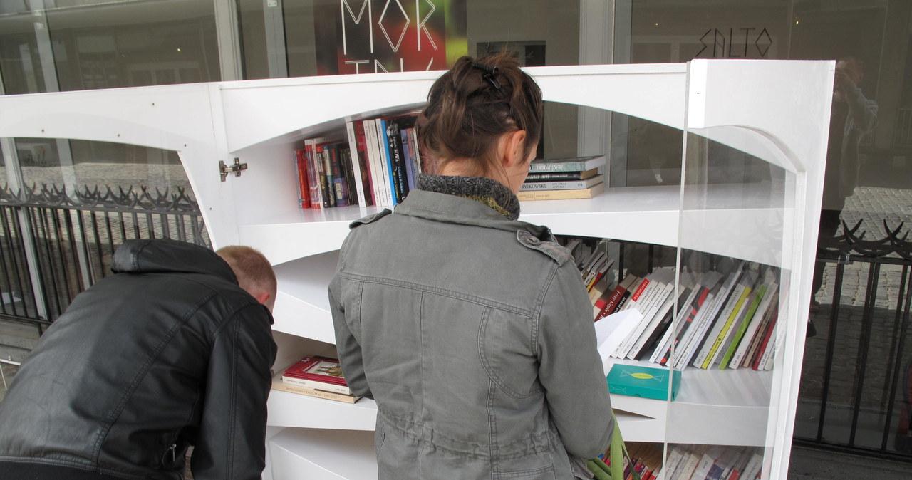 Znudzony książką? Wymień ją na Miejskim Regale Książkowym