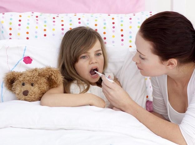 Zobacz, jak pomóc choremu dziecku /123/RF PICSEL