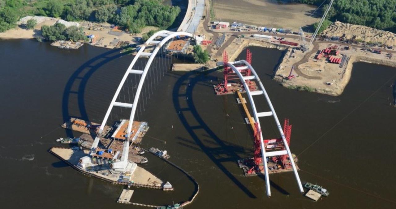 Zobacz montaż gigantycznego przęsła mostu w Toruniu
