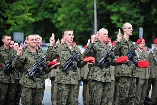 Żołnierze NSR składają przysięgę /Przemysław Piątkowski /PAP