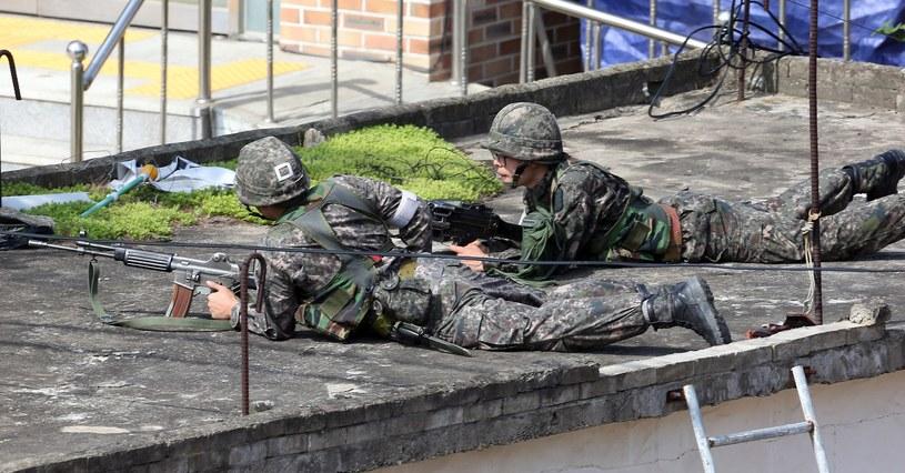 Żołnierze urządzili obławę /AFP