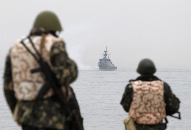 Żołnierze w bazie ukraińskiej marynarki w Sewastopolu /PAP/EPA/ZURAB KURTSIKIDZE /PAP/EPA