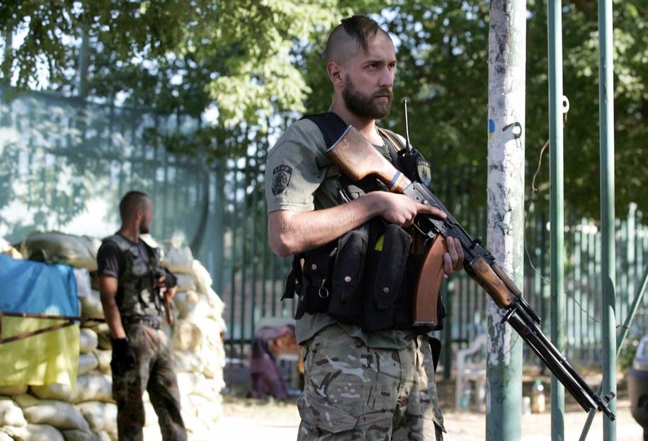 """Żołnierze z batolionu """"Azow"""" /ALEXANDER ERMOCHENKO /PAP/EPA"""