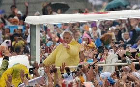 Żółta peleryna Franciszka
