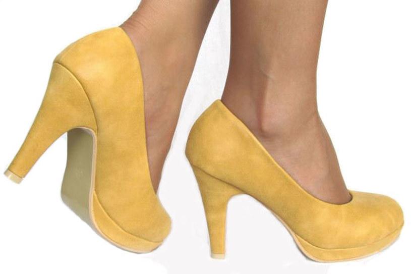 Żółte czółenka podobne do tych z kolekcji Cacharel znajdziesz na Allegro /materiały prasowe