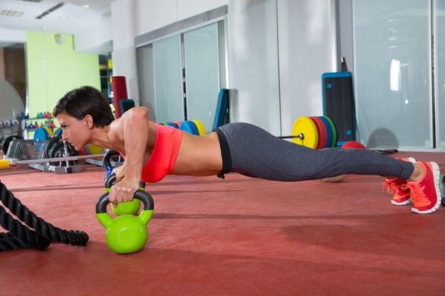 Zostań instruktorem aerobiku, trenerem lub masażystą /123RF/PICSEL