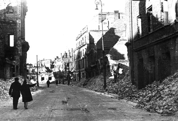 Zrujnowana Warszawa. Zdjęcie z 1945 roku /Z archiwum Narodowego Archiwum Cyfrowego
