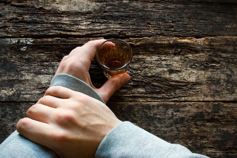 Zrywanie po alkoholu to prosta droga do zrobienia z byłej czy byłego wroga /123RF/PICSEL