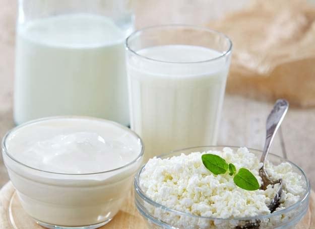 Zsiadłe mleko może stanowić potencjalną alternatywę dla leków w leczeniu uszkodzeń błony śluzowej żołądka /123RF/PICSEL