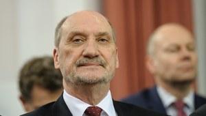 """""""Zsyłka prokuratorów smoleńskich"""". Szef MON pominął niewygodne przepisy"""
