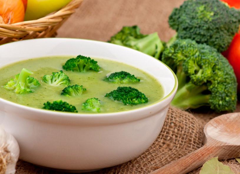 Zupa brokułowa pomoże podnieść odporność /123RF/PICSEL
