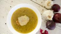 Zupa cebulowa - francuska zupa z grzankami