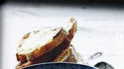 Zupa cebulowa z tostami serowymi