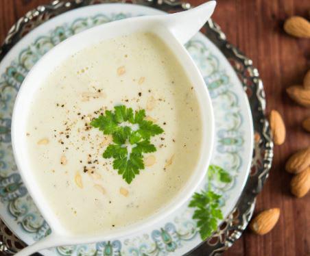 Zupa migdałowa /materiały prasowe