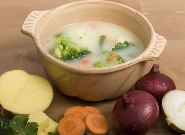 Zupa orkiszowa to jeden ze specjałów przygotowanych na bazie mąki orkiszowej /INTERIA.PL/materiały prasowe