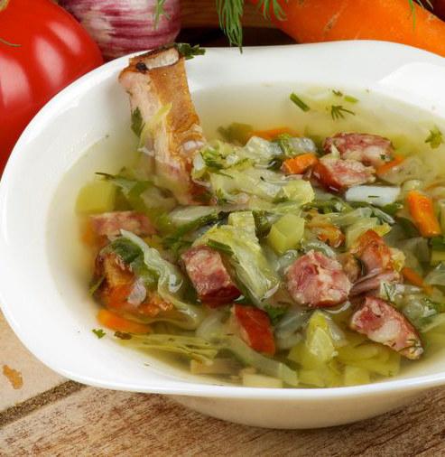 Zupa z białej kapusty /©123RF/PICSEL