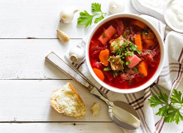 Zupa z buraków i botwiny zyska piękny kolor bordo, jeśli dodasz do niej odrobinę soku z cytryny /Picsel /©123RF/PICSEL