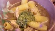 Zupa z makaronem i pesto