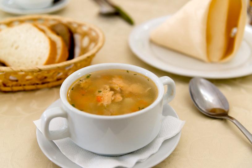 Zupa z pstrągiem i ziołami /©123RF/PICSEL