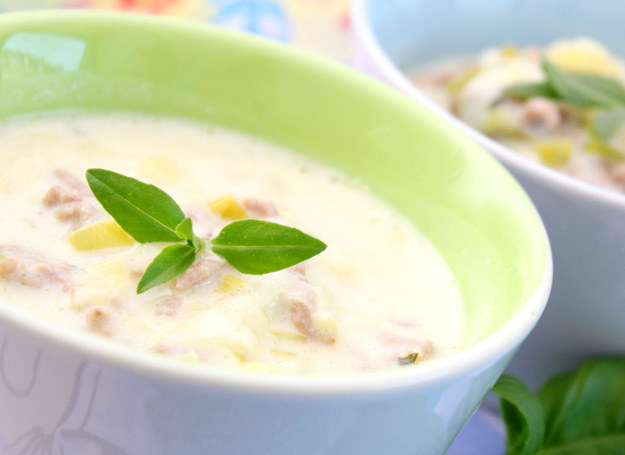 Zupa z serka topionego /©123RF/PICSEL