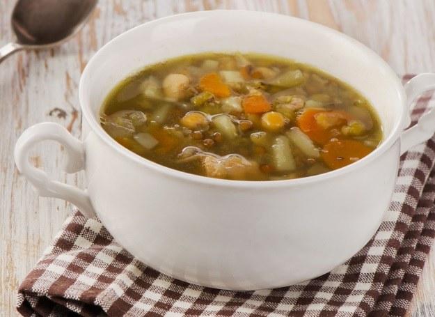 Zupa z soczewicy jest wyjątkowo sycąca /©123RF/PICSEL