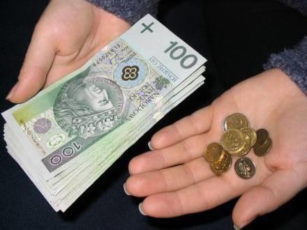 ZUS kazał oddać kobiecie dwa tysiące złotych /INTERIA.PL/PAP