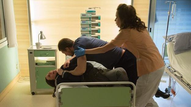 Zuza zostanie zaatakowana przez pacjenta! /www.nadobre.tvp.pl/