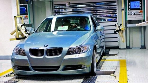 Zużycie paliwa jest badane przez producentów samochodów w warunkach laboratoryjnych. /BMW