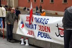 Związkowcy na Placu Zamkowym