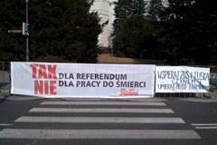 Związkowcy protestują przed kancelarią premiera