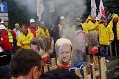 Związkowcy protestują przed Sejmem