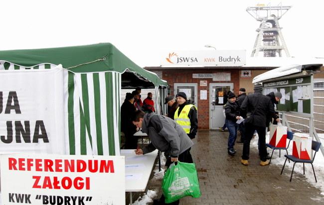 Związkowcy z Jastrzębskiej Spółki Węglowej (JSW) zdecydowali o rozpoczęciu akcji protestacyjno-strajkowej /Andrzej Grygiel /PAP