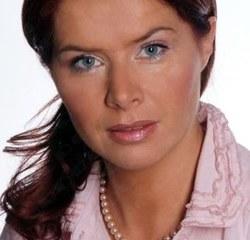 specjalista chirurgii ogólnej i medycyny estetycznej ze Szpitala w Pyskowicach. Przyjmuje też w Kosmetycznym Instytucie dr Ireny Eris w Gliwicach.