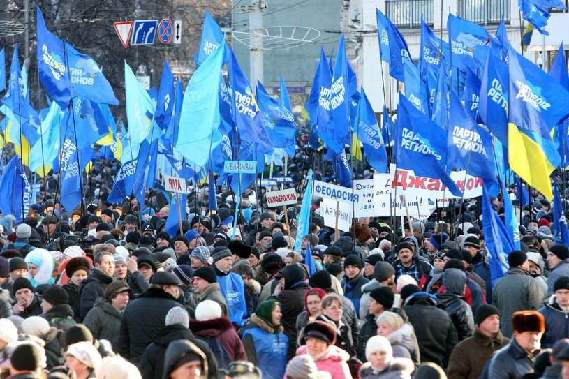 Zwolennicy Janukowycza i Partii Regionów /PAP/EPA