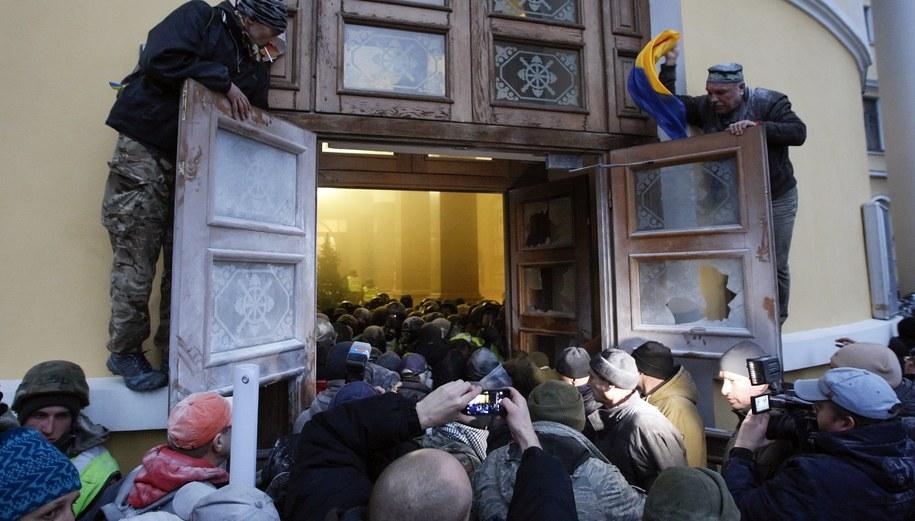 Zwolennicy Saakaszwilego chcieli zająć Pałac Październikowy. Doszło do starć /STEPAN FRANKO /PAP/EPA
