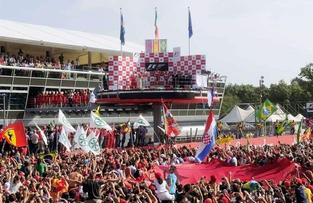 Zwycięstwo Ferrari na Monzy to święto dla Włochów /AFP