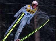 Zwycięzca konkursu Stefan Hocke podczas skoku