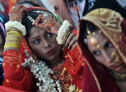 Zwyczaje ślubne pochodzące z różnych stron świata czasem bawią, czasem szokują /AFP