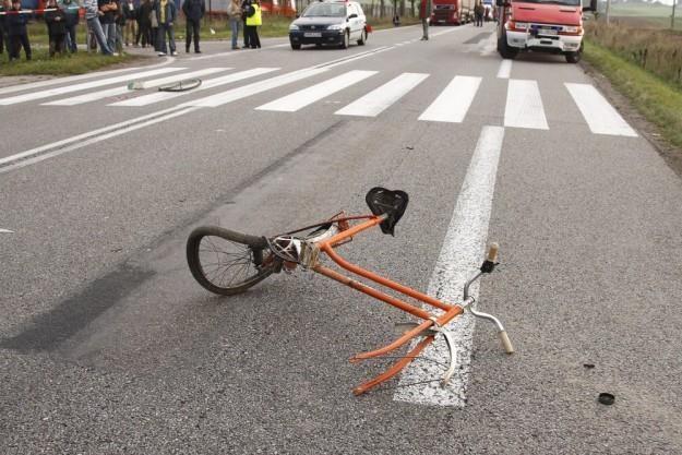 Zwykle zderzenie rowerzysty z samochodem kończy się tragicznie / Fot: Marek Maliszewski /Reporter
