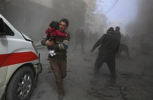 """Życie pod oblężeniem Asada. """"Żadnych leków, chleba i wody"""""""