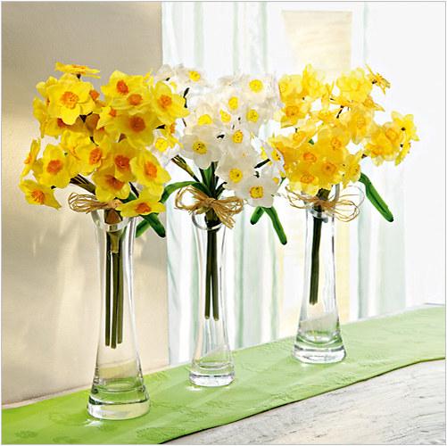 Żywe kwiaty ozdobą wielkanocnego mieszkania /materiały prasowe