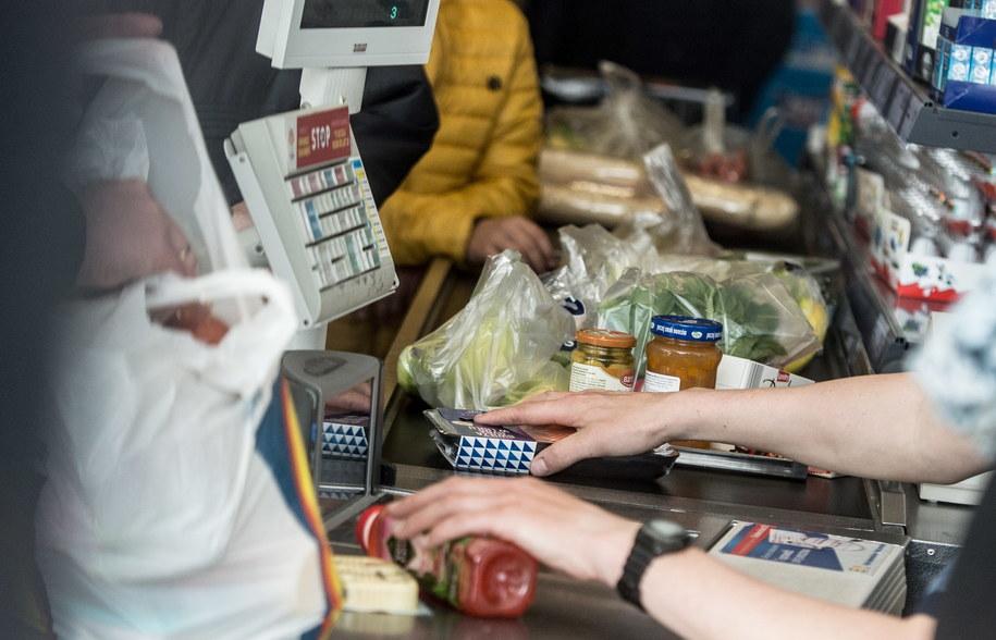 """Żywność najdroższa od trzech lat. """"Jest przestrzeń do windowania cen"""" /Grzegorz Michałowski /PAP"""