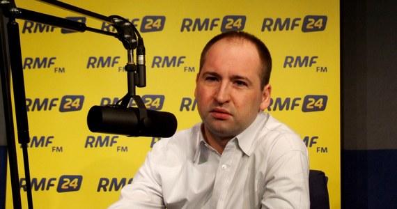 Julia Tymoszenko nie ma podstaw moralnych, by wyprowadzać ludzi na Majdan - mówi w Kontrwywiadzie RMF FM Adam Bielan. Przyznaje, że były nieprawidłowości, ale nie na taką skalę, by wpłynęły na wynik wyborów. Europoseł zdradza, że na zlecenie PiS-u zostały przeprowadzone badania, z których wynika, że Polacy baliby się oddać pełnię władzy Platformie Obywatelskiej.