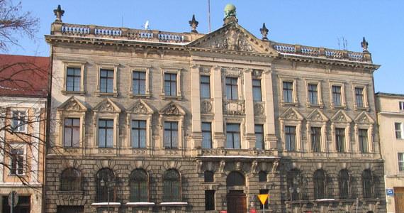 Do Marszałka Sejmu trafiło 30 tys. podpisów zwolenników powstania Akademii Sztuki w Szczecinie. Bronisław Komorowski oprócz petycji dostał także plakat namalowany przez szczecińskich studentów szkół artystycznych.